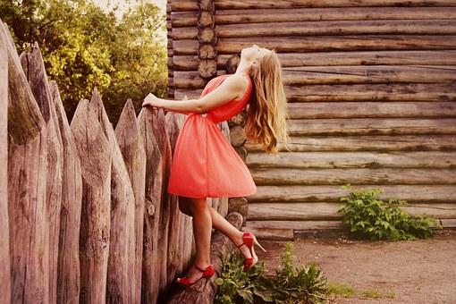 sukienka z podwyższonym stanem