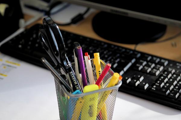 stojaki na długopisy na prezent