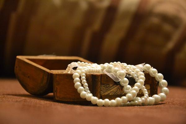 długie naszyjniki z pereł